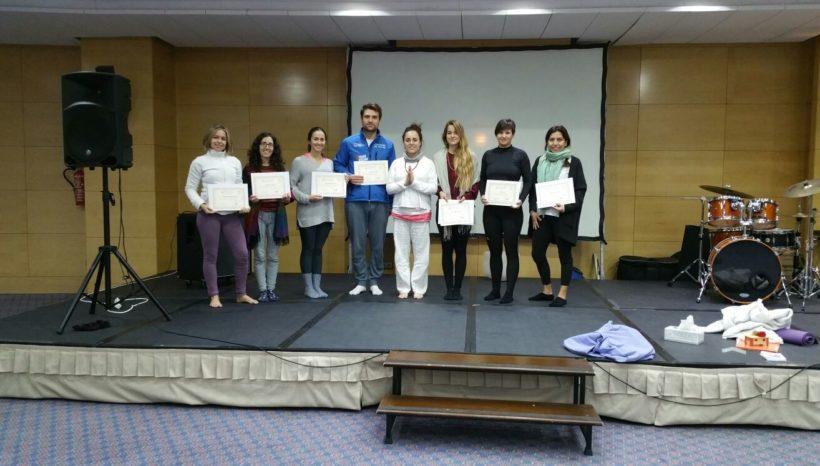 Entrega diplomas de Sadhana en el YogaFest